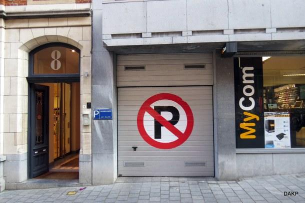 Niet parkeren voor de inrit-001