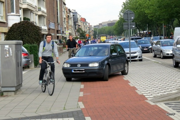 Auto op fietspad