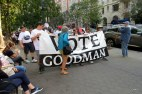 Het protest kaderde in de voorverkiezing voor de New Yorkse Senaat. Met zo'n naam kan je niet anders dan verkozen geraken, lijkt me.