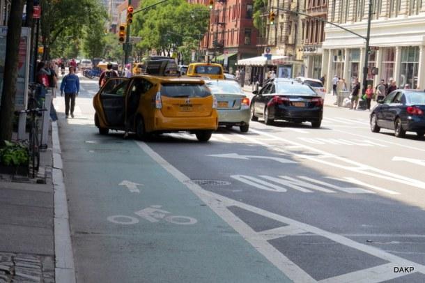 New York fietspad met taxi