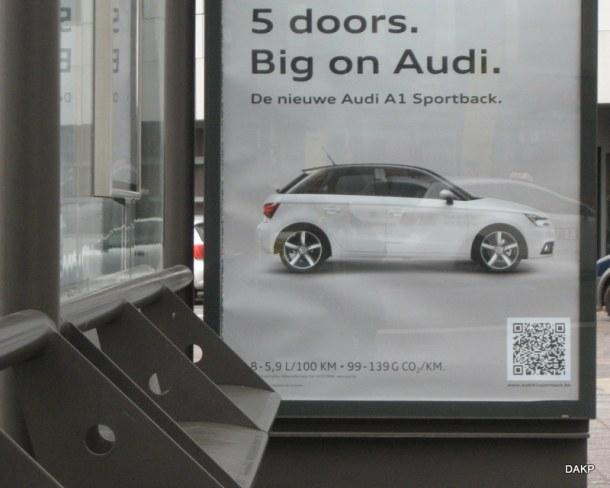 Audi A1 in bushokje (1)